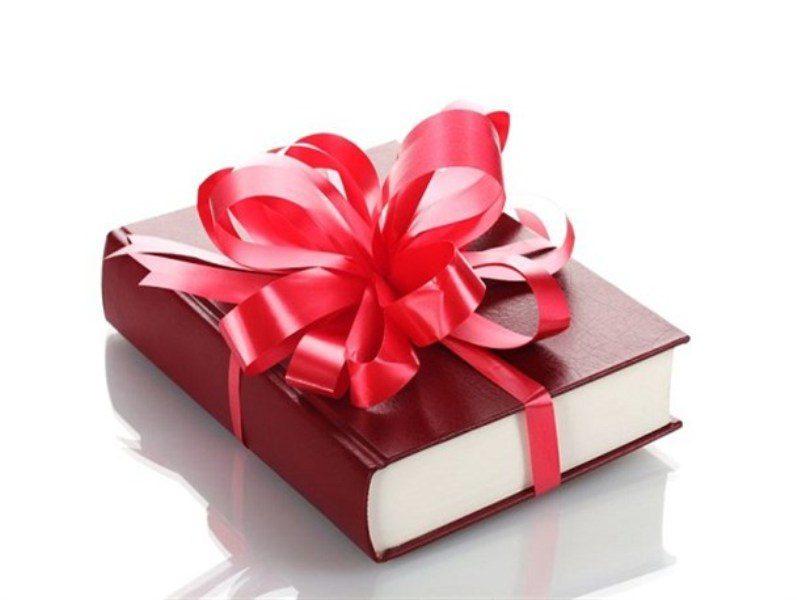 راهنمای خرید بهترین کتاب برای هدیه